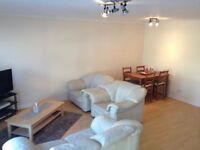 2 Bedroom furnished West End Glasgow Flat w/ private parking space £745 pcm Available 1st March 17