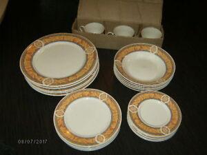 set de vaisselles  (5 personnes)  23 pieces