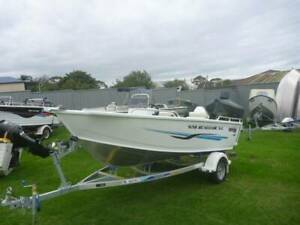 BRAND NEW 2020 MODEL QUINTREX 420 RENEGADE SIDE CONSOLE Eden Bega Valley Preview