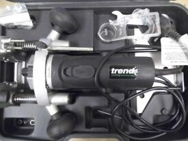 Trend T4 Router with cutters