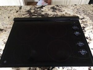 GE glass cooktop with exhaust system