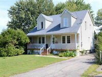 Large cottage in prime Dorval