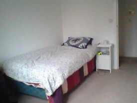 Single bedroom available in a nice area and close to town no deposit needed.