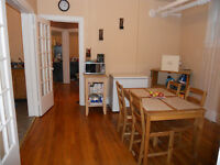 Rm available in cute, clean, spacious 2 bdrm - $595 - Off Elgin