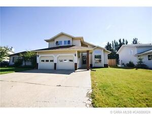 +++BEAUTIFULLY UPDATED MODERN 1.5 STOREY LOCATED IN INNISFAIL+++