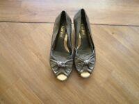 Van Dal gold colour ladies shoes size 6 [40]