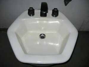 Bathroom sink & Faucet