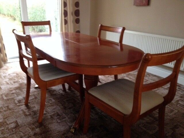 Quality Extending Dining Table & 4 Chairs