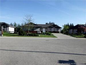3 Bedroom suite with fenced yard for rent for June 1st GOLF!