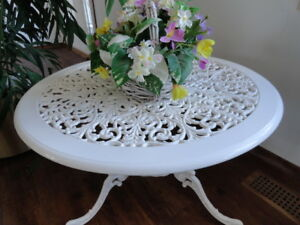 BEAUTIFUL CAST ALUMINUM TABLE & PLANTER with LINER - New