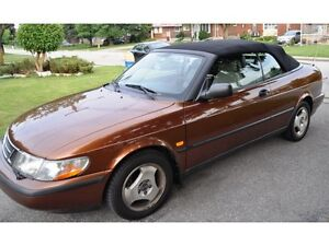 Enjoy the spring with a unique Saab 900 convertible