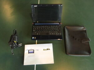 Lightly Used Acer Aspire One ZG5 9 in. screen