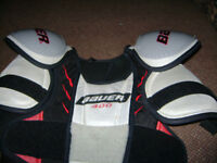 BAUER YOUTH LARGE SHOULDER PADS