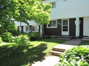Condo-Townhouse In Popular Cowie Hill