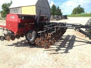 Case IH 5400 15' Drill with grass box