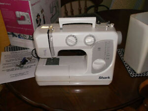 Shark SEWING MACHINE TABLE TOP 35 Stich Functions