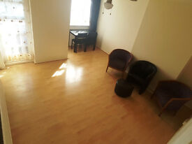 Spacious Two Bed Flat Close To Ilford Station