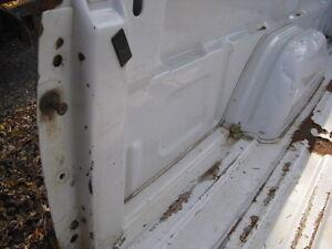 GMC 2000-2007  Pk-up 8 Ft  Dually Box 90% Rust Free Kawartha Lakes Peterborough Area image 9