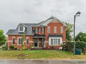 Great 3+2 Bdrm Home With Brand New Eat-In Kitchen *BROOKLIN*