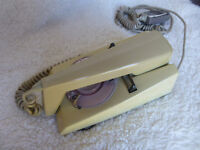 Retro trimphone type 722F