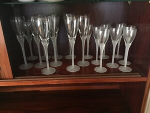 Wineand flute glasses with decorative stem West Island Greater Montréal image 2