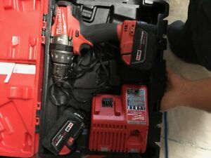 Drill Milwaukee avec Chargeur