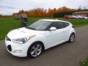 2013 Hyundai Veloster: CHEAPEST ONE ON KIJIJI! LIKE NEW!
