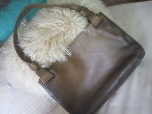 AUTHENTIC Gucci bag - medium