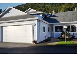 MASTER ON MAIN TOWNHOME, DESIRABLE HARRISON LAKE ESATES!!