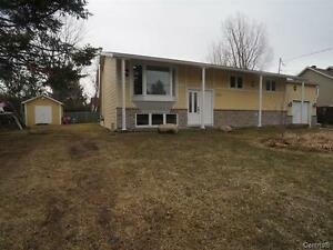 Grand plain-pied / Big bungalow St-Lazare