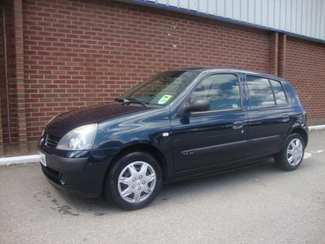 2005 renault clio 1 4 16v expression 5dr in chesham buckinghamshire gumtree. Black Bedroom Furniture Sets. Home Design Ideas
