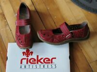 Chaussures Reiker rouge gr 9 - Reicker Mary jane Red shoes 9