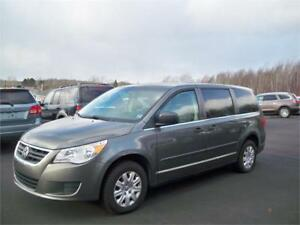 $129 BI WEEKLY OAC! 2010 Volkswagen Routan  119K! GREAT MINIVAN