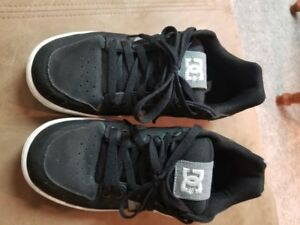 DC SKATE SHOES, Size 9.5, Black and grey