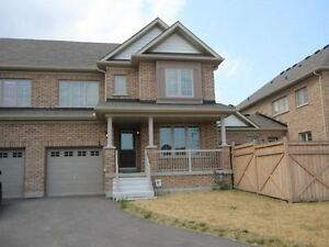 LUXURY SPACIOUS END TOWNHOME 3 BED 3 BATHS FOR RENT