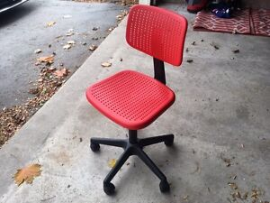 Kid's Desk Chair - adjustable height and wheels