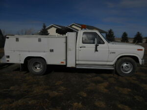 1982 Ford F-350 Pickup Truck Mechanics Box