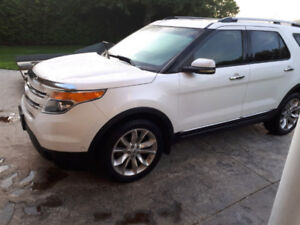 2011 Ford Explorer Limited Fully Loaded - Women Driven