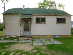 REDUCED PRICE----SMALL 3 BEDROOM HOUSE ON PARKWAY BLVD