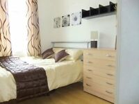 ► Pleasant Double. Central Line 15 mins to Bank. V. Good location for professionals in Canary Wharf◄