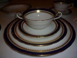 Service  de vaisselle Aynsley Embassy England 82 morceaux (085)