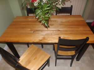 Beautiful Harvest Table with 4 Chairs Peterborough Peterborough Area image 1