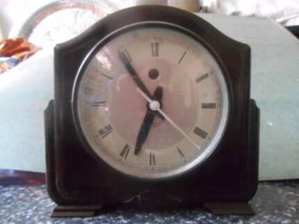 ART Deco Bakerlite Small Mantle Clock
