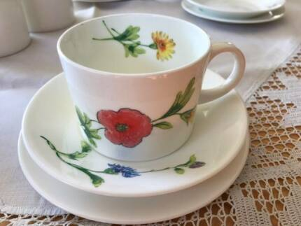 Wedgewood Cup, Saucer and Plate set of 5 in very good condition