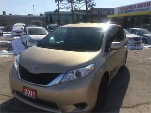 2011 Toyota Sienna LE,8PASSENGERS
