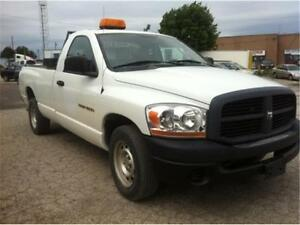 2006 Dodge Ram 1500, 8 Foot long box, single cab, trailer hitch!