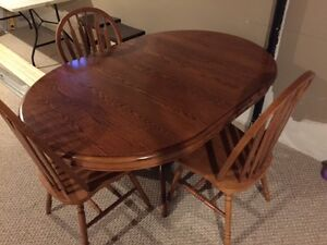 SOLID OAK TABLE AND CHAIRS (3)
