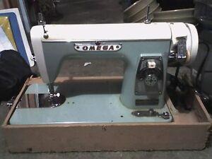 Vintage DST Deluxe Streamliner Sewing Machine - Japan