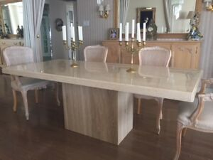 Dining table in marble. Like new