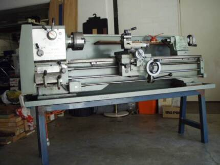 Metal Lathe Metric with full set of accessaries.